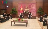越南国会常务副主席丛氏放会见老挝国会副主席宋潘·平坎米