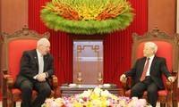 越共中央总书记阮富仲会见澳大利亚总督科斯格罗夫