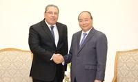 阮春福会见埃及新任驻越大使纳耶尔