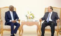 越南政府总理阮春福会见苏丹新任驻越大使希拉克