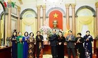 陈大光会见越南第十四届国会女代表小组