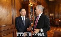 越南政府副总理王庭惠访问智利