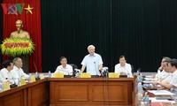 越共中央总书记阮富仲与工贸部党组干事委员会举行工作会议
