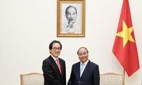 阮春福会见日本贸易振兴机构理事长石毛博行