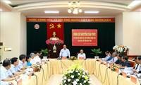阮春福与昆嵩省领导班子举行工作会议