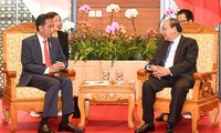 越南政府总理阮春福会见印度尼西亚总统佐科