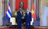 陈大光和阮氏金银会见古巴国务委员会第一副主席兼部长会议第一副主席巴尔德斯