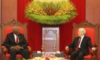 阮富仲会见古巴国务委员会第一副主席兼部长会议第一副主席巴尔德斯