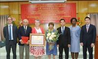 继续向越南减贫和发展经济社会提供帮助