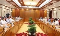 越共中央政治局向提交十二届八中全会审议的提案提供意见