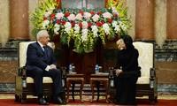 越南国家代主席邓氏玉盛会见白俄罗斯国民议会共和国院主席米亚斯尼科维奇