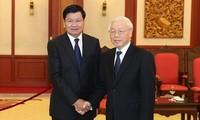 越共中央总书记阮富仲会见老挝政府总理通伦