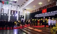 世界各国和政党领导人就原越共中央总书记杜梅逝世致唁电和派团吊唁
