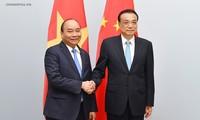 阮春福出席ASEM 12并举行双边接触