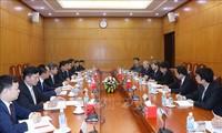 越共中央经济部加强与中国国务院发展研究中心的合作