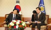 越南政府副总理郑庭勇访问韩国