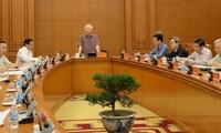 阮富仲主持越共十三大文件起草小组常委会会议