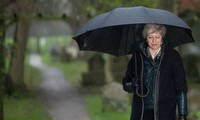 英脱欧:英国首相警告英国陷入危机