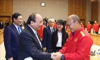阮春福会见越南国家足球队球员