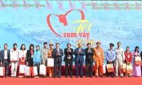 越南政府总理阮春福向海防市人民拜年