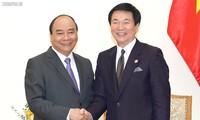 越南政府总理阮春福会见日本千叶县知事森田健作