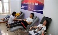 越南各地举行响应全民无偿献血日活动