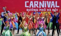 令人印象深刻的河内街头狂欢节