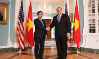 越南政府副总理兼外交部长范平明访问美国