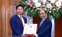 越南政府总理阮春福会见韩国SK集团董事长崔泰源