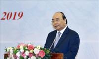 越南政府总理阮春福出席提高国内生产率会议
