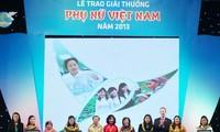 Trao Giải thưởng Phụ nữ Việt Nam năm 2014