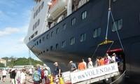Khánh Hòa đón hai tàu du lịch biển quốc tế đầu tiên của năm 2015