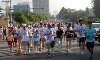 Hơn 18.000 người tham gia chạy bộ từ thiện Terry Fox 2015