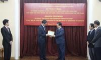 """Đại sứ Singapore nhận Kỷ niệm chương """"Vì hòa bình hữu nghị giữa các dân tộc"""""""