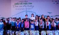 Trao 300 phần quà cho trẻ em có hoàn cảnh khó khăn tại tỉnh Đắk Nông