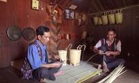 Gìn giữ nghệ thuật đan gùi của đồng bào dân tộc Churu