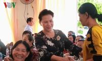 Đại biểu Quốc hội tiếp xúc và ghi nhận các ý kiến đóng góp của cử tri