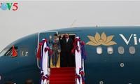 Thủ tướng Nguyễn Xuân Phúc lên đường tham dự Hội nghị Cấp cao ASEAN lần thứ 30 tại Philippines