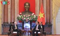 Chủ tịch nước Trần Đại Quang tiếp Thượng nghị sỹ John McCain
