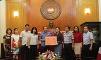 Đài TNVN trao tiền ủng hộ đồng bào vùng lũ các tỉnh miền núi phía Bắc