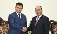 Thủ tướng Việt Nam tiếp Bộ trưởng Ngoại giao Ukraine, Bộ trưởng Ngoại giao và Hợp tác Nam Phi