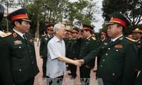 Tổng Bí thư Nguyễn Phú Trọng thăm và làm việc với Bộ Tư lệnh Quân khu 4