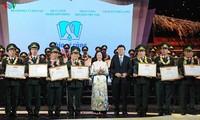 Tuyên dương 60 chiến sỹ quân hàm xanh giúp đỡ học sinh khó khăn tới trường
