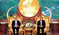 Thủ tướng Nguyễn Xuân Phúc hội kiến lãnh đạo cấp cao Lào