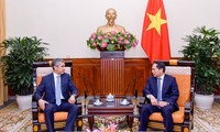 Việt Nam coi trọng hợp tác nhiều mặt với Azerbaijan