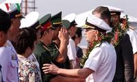 Tàu sân bay Hoa Kỳ đã cập cảng Tiên Sa thành phố Đà Nẵng