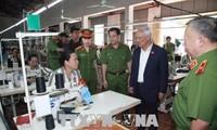 Phó Chủ tịch Quốc hội Uông Chu Lưu thăm và làm việc tại một số cơ sở của Tổng cục 8, Bộ Công an