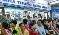"""Phó Thủ tướng Vũ Đức Đam: """"Truy xuất"""" nguồn gốc các loại thuốc được lưu hành ở Việt Nam"""
