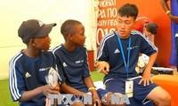 Đoàn học sinh Việt Nam tham gia giao lưu bóng đá tại Nga