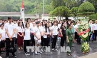 Đoàn thanh thiếu niên kiều bào của 30 quốc gia đến dâng hương tại Ngã ba Đồng Lộc